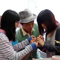 Students from Dankook University calibrate a thermocoupler in their summer class at UC Solar.